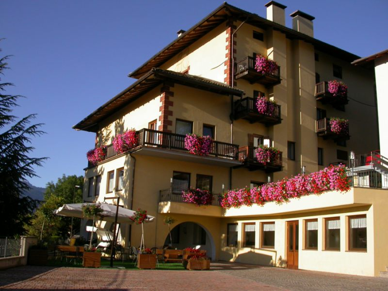 Hotel Corona-CARANO